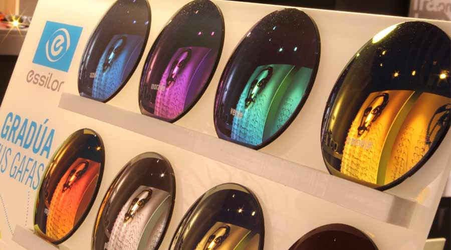 293b6c7552 Ponle espejos y colores a tus gafas graduadas   Asun Oliver Ópticas
