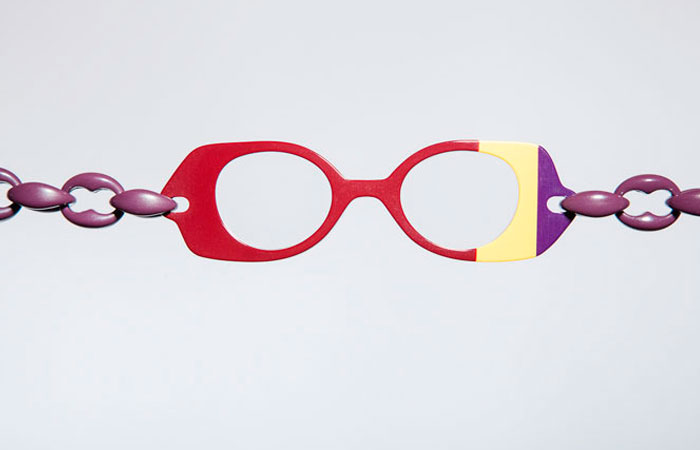 4e0c2af3de Gafas de cerca con forma de collar   Asun Oliver Ópticas