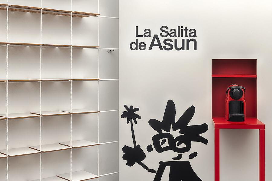 Vista frontal panel La Salita de Asun en nuestra óptica de Valencia un proyecto de Carmen Baselga